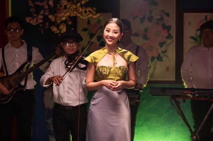 MC Liêu Hà Trinh dẫn dắt chương trình. Số thứ 2 của chương trình sẽ lên sóng vào tháng 6.