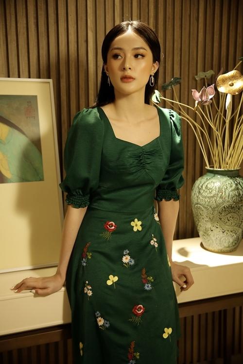 Cách đây hai năm, Hạ Vi là gương mặt nghệ sĩ trẻ được yêu thích ở nhiều lĩnh vực trong đó có thời trang và điện ảnh. Cô từng được khán giả gọi là mỹ nữ vạn người mê.