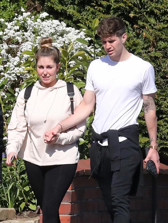 John Stones bên bạn gái mới hơn tuổi Olivia Naylor. Ảnh: Sun.