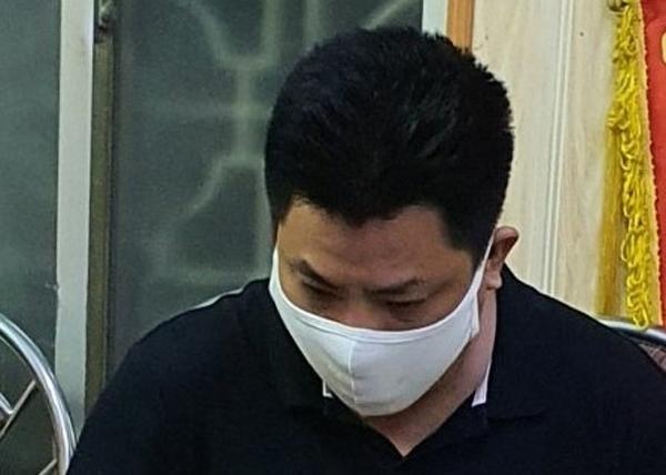 Phạm Phi Long tại cơ quan Công an.