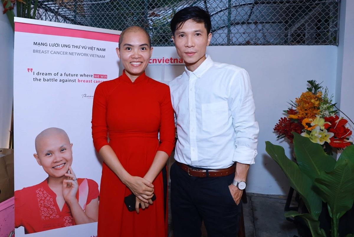 Áo dài Việt - Hội tụ và lan tỏa còn có sự góp mặt của các bệnh nhân ung thư vú. Họ sẽ mặc áo dài, lan truyền tinh hoa, nét đẹp trang phục truyền thống.NTK Trung Đinh là Đại sứ của Mạng lưới ung thư vú Việt Nam từ năm 2018.