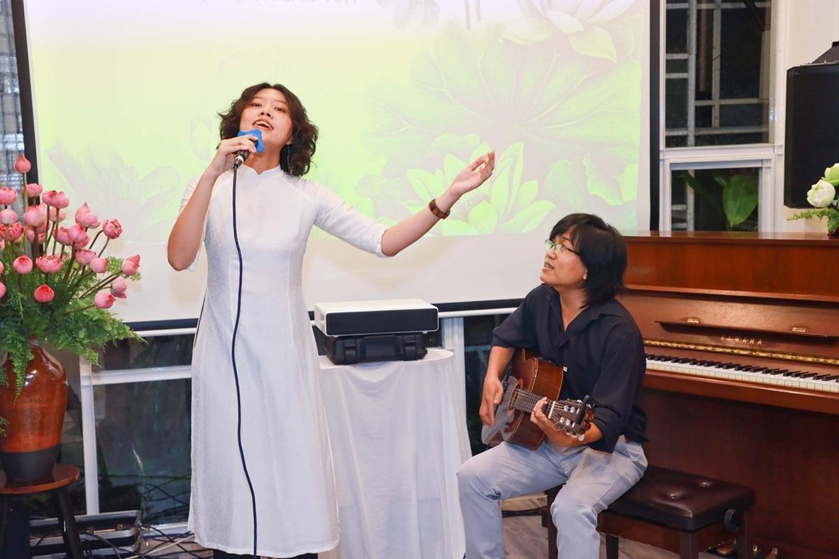 Các ca sĩ Cẩm Vân - Thanh Lam, cùng Hoàng Trang - Nguyễn Đông... được khán giả hưởng ứng khi đem đến hững tìnhkhúc nhạc Trịnh bất hủ.