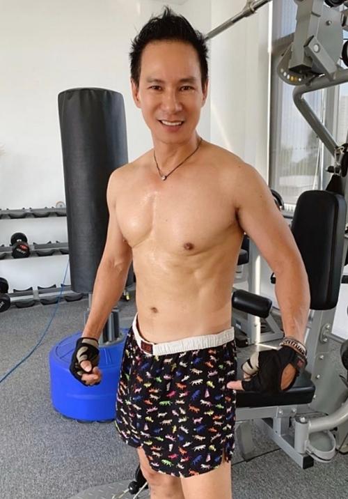 Tập luyện với anh trở thành thói quen, sở thích. Nhiều ý tưởng kịch bản phim của nam đạo diễn được ra đời tại phòng gym.