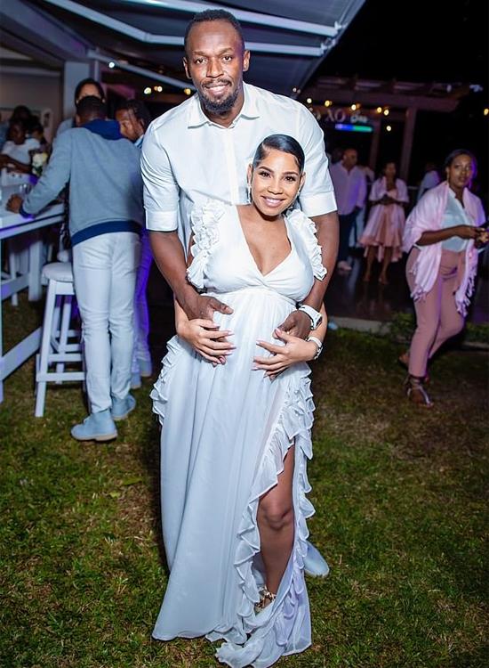 Usain Bolt và bạn gái Kasi Bennet trong bữa tiệc tiết lộ giới tính thai nhi hồi tháng 3. Ảnh: Instagram.