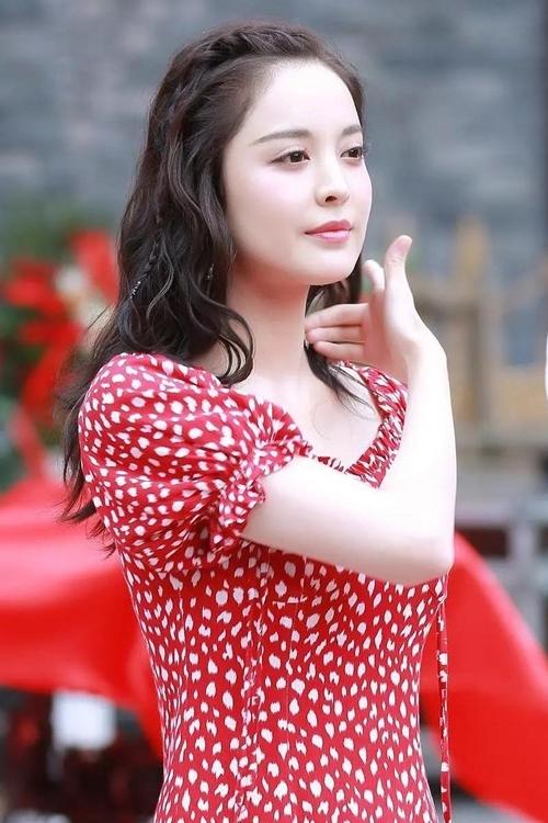 Trang On.cc thì cho rằng, Cổ Lực Na Trát cố ý tăng cân để phù hợp với vai diễn trong bối cảnh nhà Đường. Thời Đường ở Trung Quốc vốn chuộng vẻ đẹp nở nang, quan niệm phụ nữ hơi mập mới đẹp và phúc hậu.