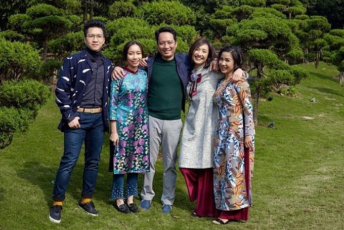 Mỹ Anh (thứ hai từ trái sang) sinh năm 2002 bên bố mẹ, anh trai Anh Duy (trái) và chị gái Anna Trương.