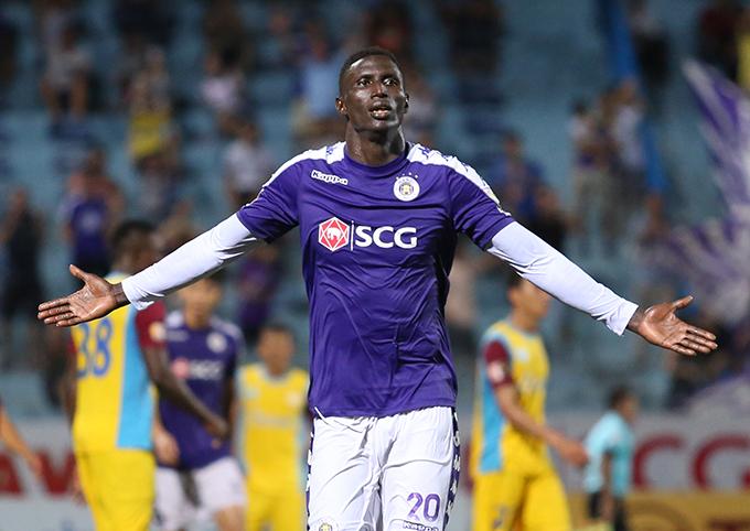 Tiền đạo Omar (CLB Hà Nội) đồng danh hiệu Vua phá lưới vớiBruno Cunha (Viettel) ở V-League 2019 với cùng 15 bàn thắng. Ảnh: Đương Phạm.