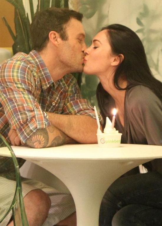 Cặp sao hẹn hò kín đáo vì khi ấy Megan còn quá trẻ và kém Brian nhiều tuổi. Tháng 11/2006, hai người đính hôn. Tuy nhiên đến tháng 2/2009, cặp đôi chia tay, hủy bỏ hôn ước. Ngay sau đó, Megan có mối tình ngắn với bạn diễn Transfofmers Shia Labeouf.