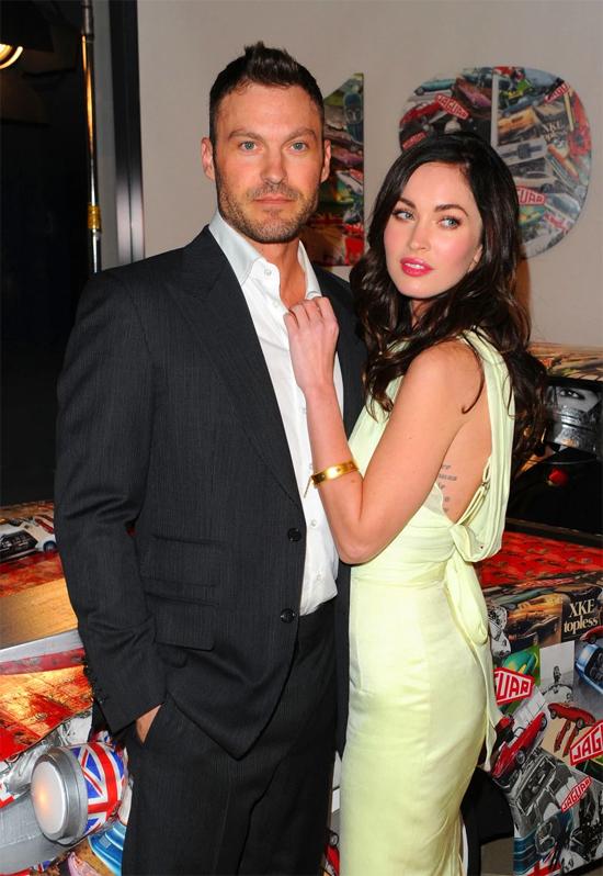 Brian Austin Green thổ lộ ấn tượng về Megan: Cô ấy luôn rất nóng bỏng. Tôi đứng cạnh cô ấy trông như thể người đẹp và quái thú. Khi đó, Brian đang là ngôi sao nổi tiếng trong loạt phim truyền hình ăn khách Beverly Hills, 90210.