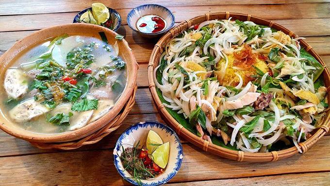 Giá cả vẫn giữ nguyên như cơ sở đầu tiên. Nhiều thực khách từng chia sẻ rằng, món ăn ở nhà hàng Trường Giang ngon nhưng với giá tiền như vậy, họ khó có thể quay lại.