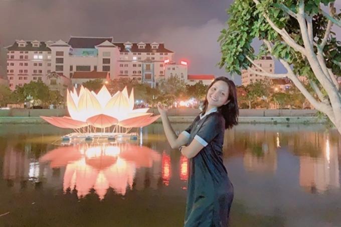 Hhen Niê thưởng thức vịt lộn nướng măng chuaNinh Bình - 12