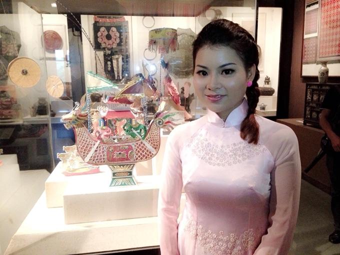 Chân dung Tina Yuan - cô giáo biết 3 ngoại ngữ,đam mê các hoạt động xã hội, đặc biệt là các dự án tình nguyện vì môi trường.