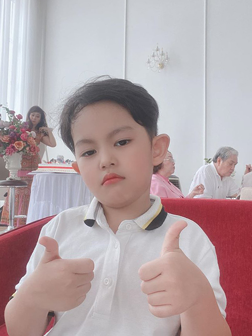 Kubi hiện trở lại trường, được bố mẹ kèm cặp chuyện học hành để chuẩn bị vào lớp một.