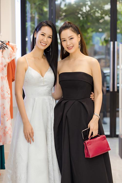 Hoa hậu Dương Mỹ Linh hội ngộ diễn viên Hồng Diễm tại sự kiện.