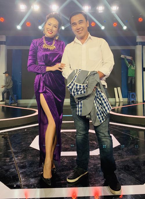 MC Quyền Linh dẫn dắt sân chơi này. Anh vui khi gặp lại diễn viên Cô gái xấu xí sau thời gian dài Phi Thanh Vân ít hoạt động nghệ thuật để tập trung làm kinh doanh.