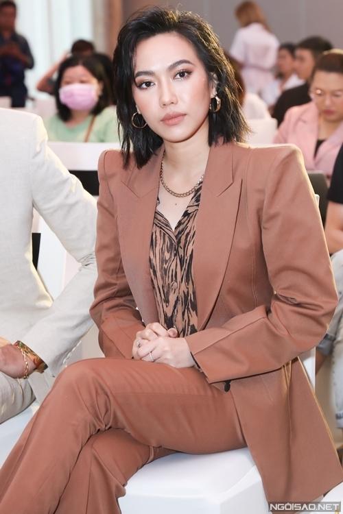 Diệu Nhi là diễn viên duy nhất của sitcom Chiến dịch chống ế trở lại trong Thoát ế. Ba người còn lại là Sĩ Thanh, Minh Anh và Yaya Trương Nhi đều không còn đồng hành với dự án.