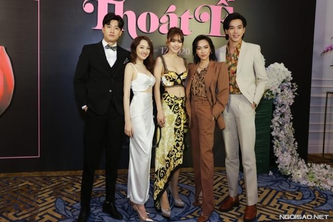 Năm diễn viên chính của phim (từ trái qua): Quốc Trường, Bảo Anh, Minh Hằng, Diệu Nhi và Thuận Nguyễn.