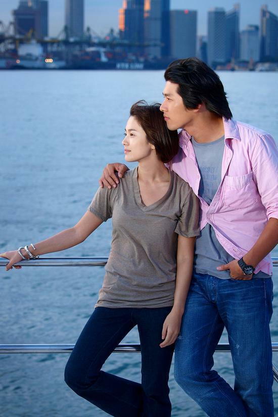 Cặp Song Hye Kyo và Hyun Bin đóng Thế giới họ đang sống.
