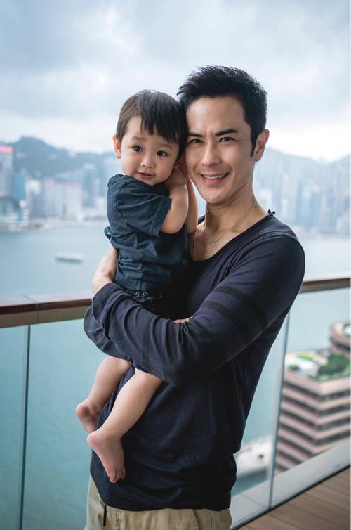 Con trai đầu của cặp đôi hiện được hơn một tuổi.