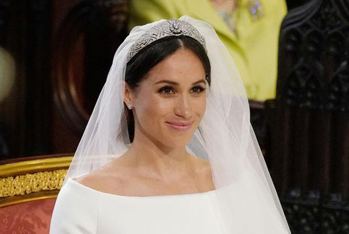 Meghan mặc váy cưới màu trắng của Givenchy trong đám cưới với Hoàng tử Harry hồi tháng 5/2018. Ảnh: Reuters.