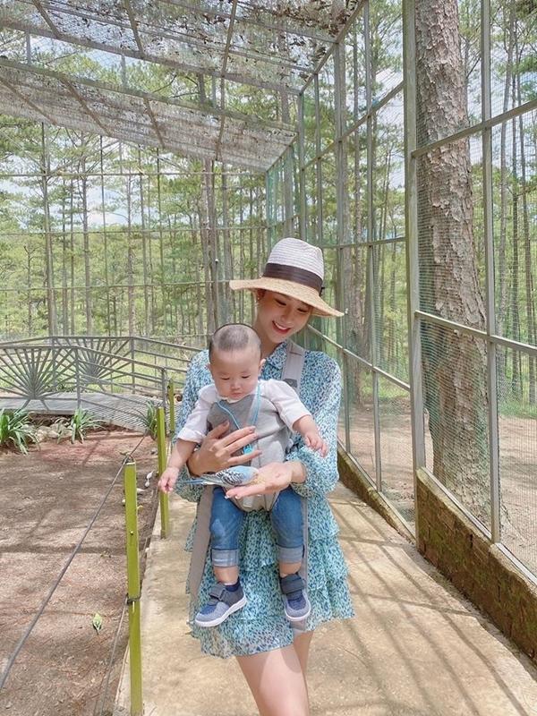 [Caption]Diệp Lâm Anh đang có chuyến nghỉ dưỡng ở Đà Lạt cùng gia đình.