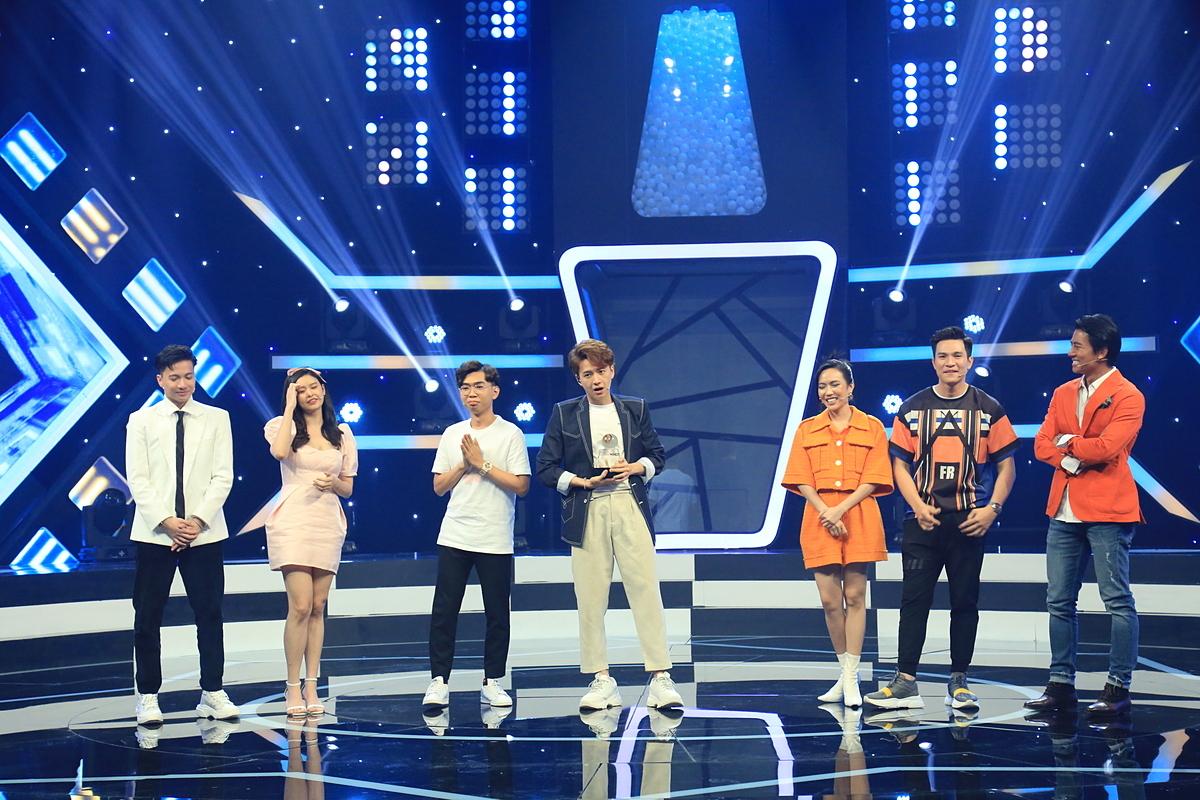 Tập mở màn của Bộ 3 siêu đẳng mùa 2 sẽ lên sóng vào 20h30, thứ Năm, ngày 21/5, trên kênh VTV3.Chương trình do Công ty Truyền thông Bee phối hợp Đài truyền hình Việt Nam thực hiện.