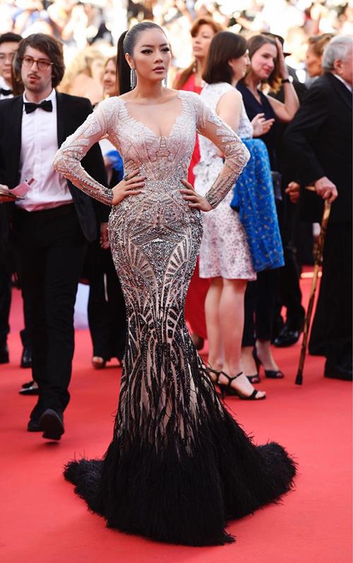 Lý Nhã Kỳ là mỹ nhân Việt tham gia nhiều nhất các Liên hoan phim Cannes. Mỗi lần xuất hiện cô đều để lại ấn tượng đẹp và được báo chí, khán giả trong nước khen ngợi về phon cách thảm đỏ tại sự kiện hoành tráng.