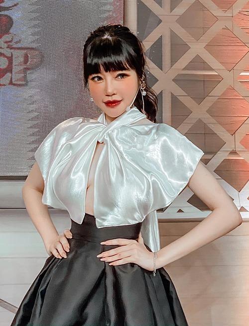 Elly Trần phải uống thuốc giảm đau khi tham gia gameshow.