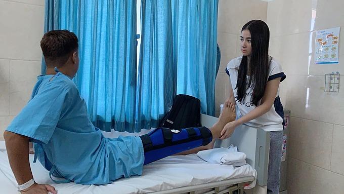 Diễn viên Thanh Duy cũng phải nhập viện vì sự cố ngã cầu thang.