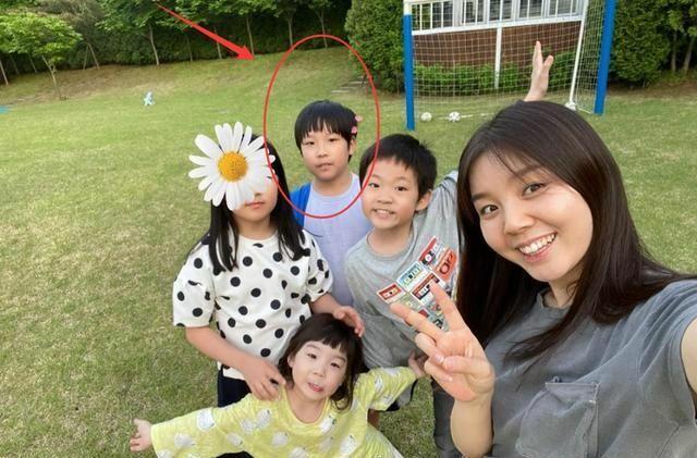 Cùng con trai Lee Young Ae.