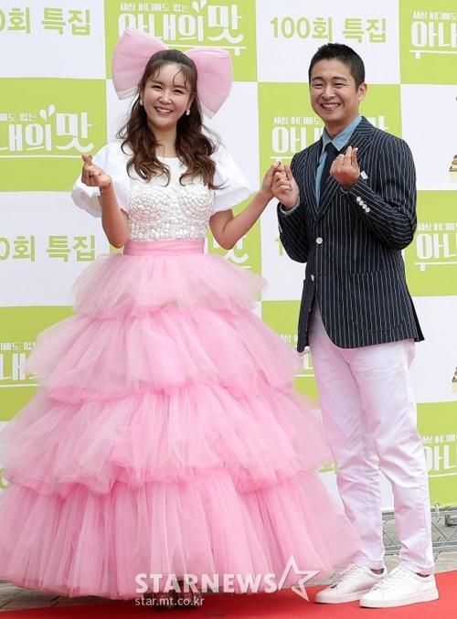 Vợ chồng Jang Young Ran và Han Chang.