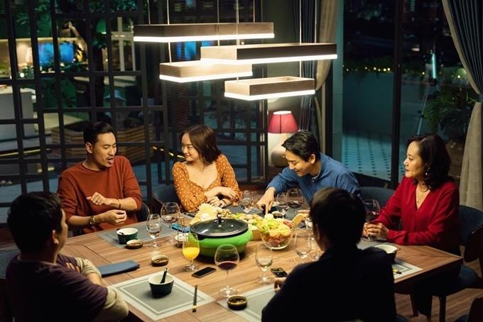 Cảnh bữa tối trong phim Tiệc trăng máu.