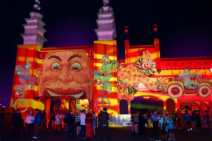 Bên cạnh các điểm biểu diễn ánh sáng công khai, lễ hội còn có nhiều hoạt động đồng loạt diễn ra khắp thành phố như các buổi biểu diễn âm nhạc, workshop, sự kiện miễn phí cho trẻ em và gia đình...