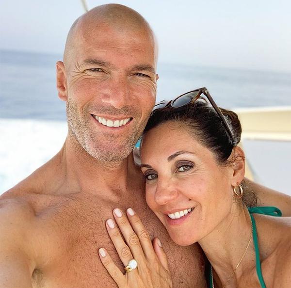 Sau hơn 30 năm gắn bó trong đó có 26 năm kết hôn, vợ chồng cựu tiền vệ tài hoa vẫn
