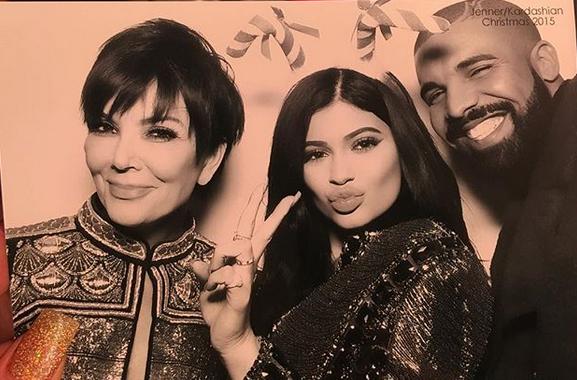 Kylie chụp ảnh cùng mẹ và Drake vào năm 2015.