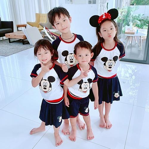 Bốn nhóc tỳ nhà Lý Hải - Minh Hà được tặng trang phục đồng điệu dịp Quốc tế thiếu nhi (1/6) sắp tới.