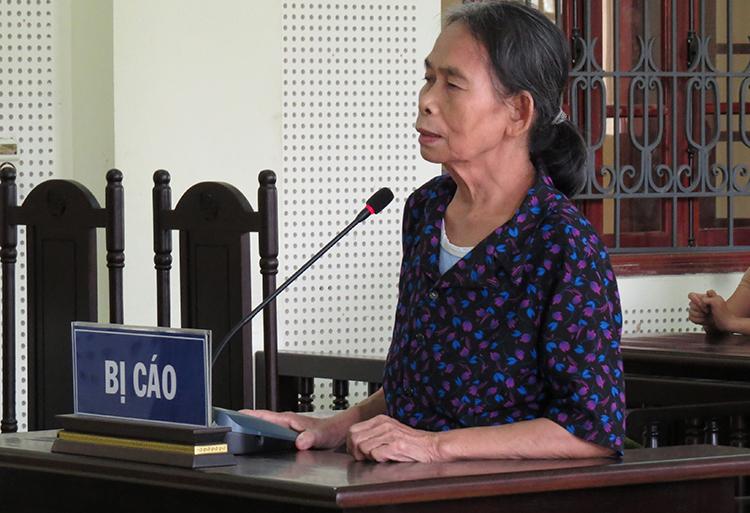 Bị cáo Phạm Thị Hường tại tòa.