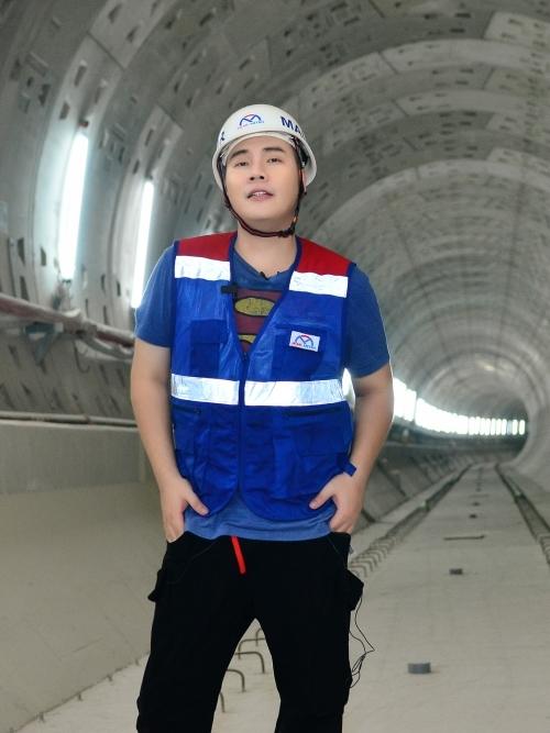 Nhạc sĩ check in tại đường hầm dài 781m mà tàu điện metro sẽ chạy trong tương lai.