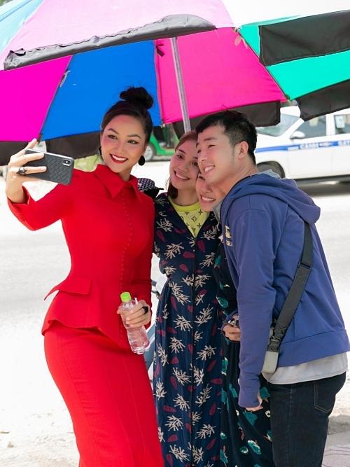 HHen Niê dự event ngoài lề đường - 8
