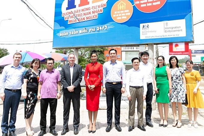 HHen Niê dự event ngoài lề đường - 2