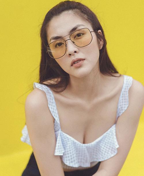 Trong khoảng thời gian quảng bá cho thương hiệu mắt kính thời trang, Tăng Thanh Hà gây sự chú ý khi liên tục diện các kiểu ctop-top kiểu dáng trẻ trung.