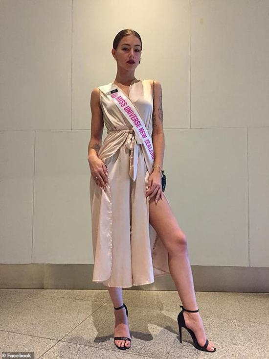 Người mẫu Amber-Lee Friis.