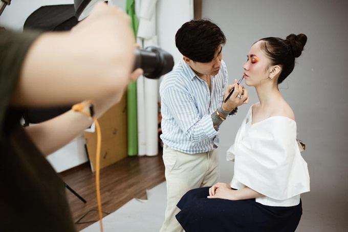 Hà Anh trở lại công việc làm mẫu sau thời gian nghỉ sinh con. Cô lấy lại vóc dáng thuở con gái sau 6 tháng đón bé Đậu chào đời.