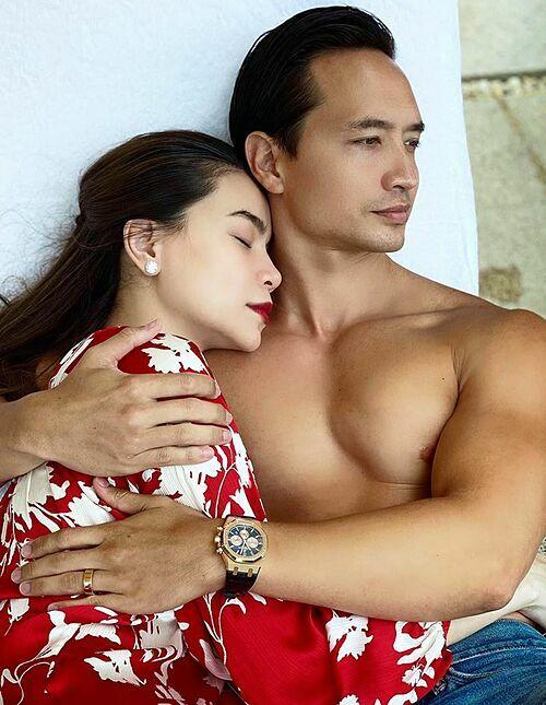 Hồ Ngọc Hà bên bạn trai Kim Lý.