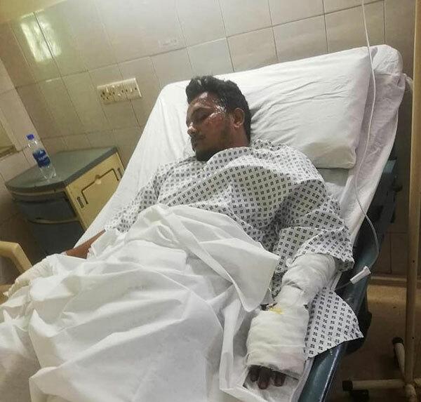 Anh Muhammad Zubair - một trong hai người sống sót sau vụ máy bay rơi ở Pakistan hôm 22/5 - hiện được điều trị tại bệnh viện Dân sự Karachi. Ảnh: Twitter.