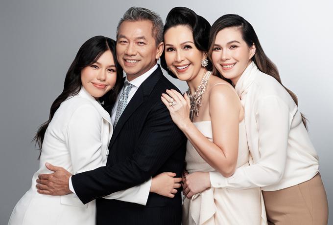 Hai con gái ngoan và học giỏi là niềm tự hào của vợ chồng Diễm My.