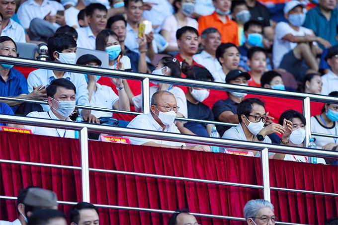 Ngoài kiểm tra phong độ các tuyển thủ, HLV Park và trợ lý còn muốn tìm ra những gương mặt mới để bổ sung cho tuyển quốc gia. Nhà cầm quân người Hàn Quốc đang có kế hoạch xây dựng lối chơi mới cho tuyển Việt Nam để tránh bị bắt bài.