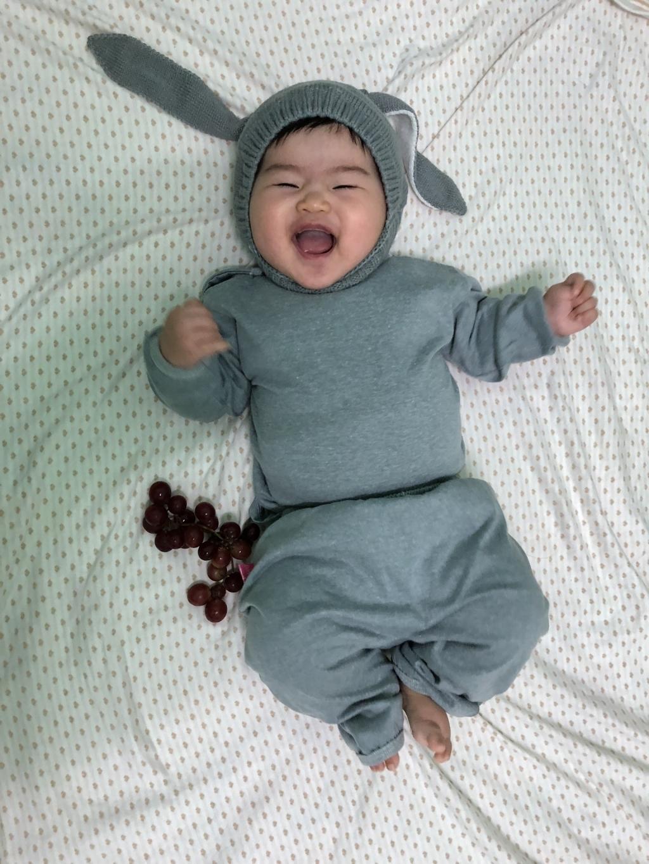Hình ảnh được mẹÂu Thị Ngọc Trang ghi lại lúc Lala 5 tháng tuổi.Khi Lala cười là không thấy mặt trời.
