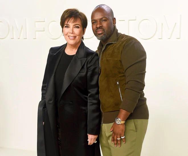 Kris Jenner bên người tình trẻ Corey Gamble tại show thời trang vào tháng 2/2020. Ảnh: Shutterstock.