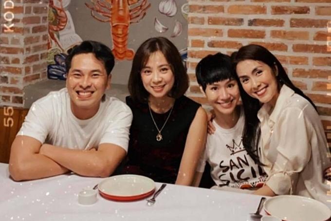 Tăng Thanh Hà thường gặp gỡ hội bạn thân tại nhà hàng của mình, trong đó có Trà My Idol (thứ hai từ phải sang).